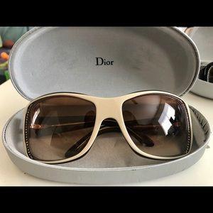 Dior cream colored sunglass